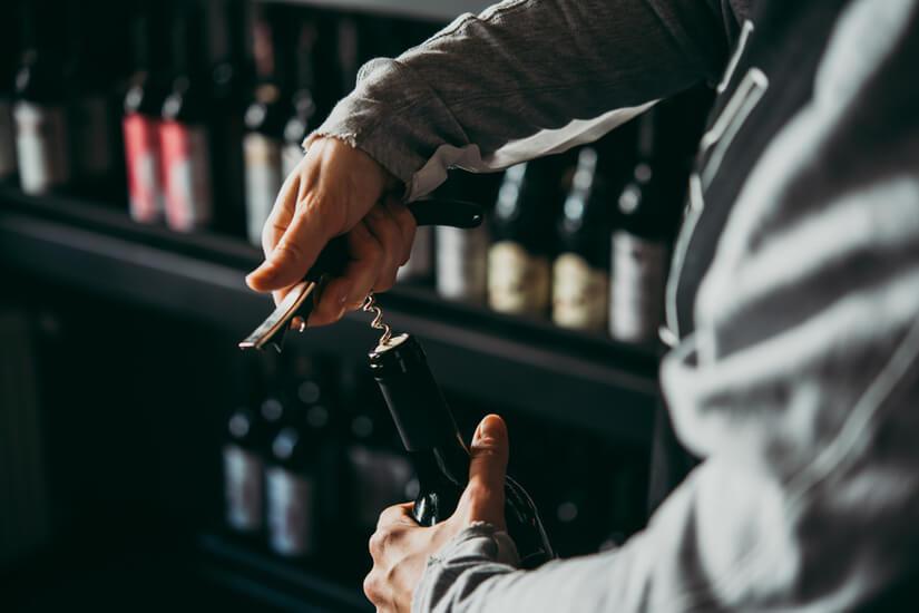 [stappare bottiglia di vino.jpg]